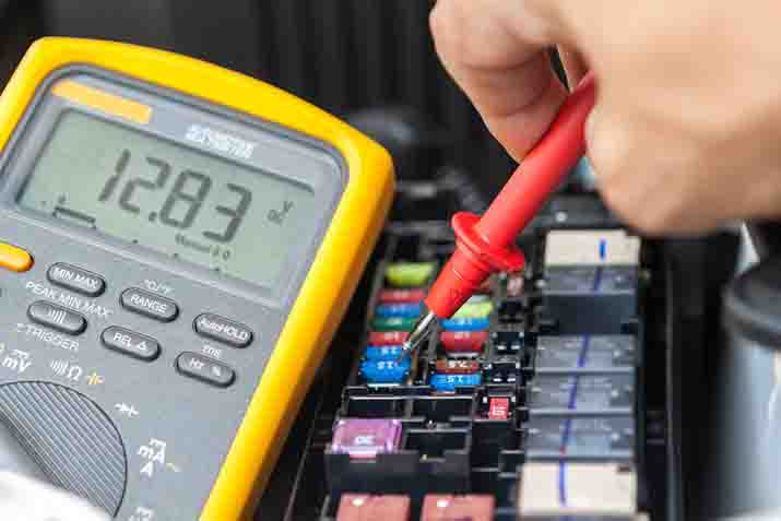 Can non-contact voltage detectors test for polarity
