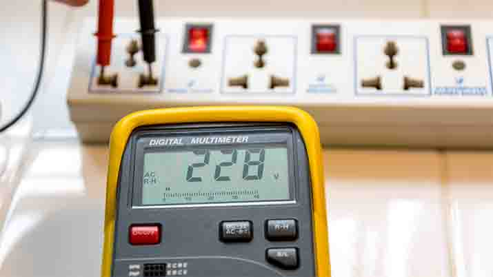 What is Auto vs. Manual Ranging: Multimeters
